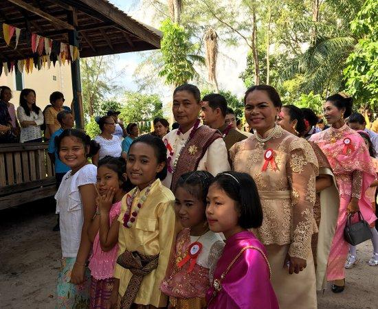 09 เด็กๆ สนุกสนานในงานบุญ