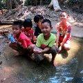 02 รอยยิ้มเด็กๆในหมู่บ้านที่ปิด