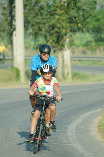 ปั่นจักรยานกับพ่อ